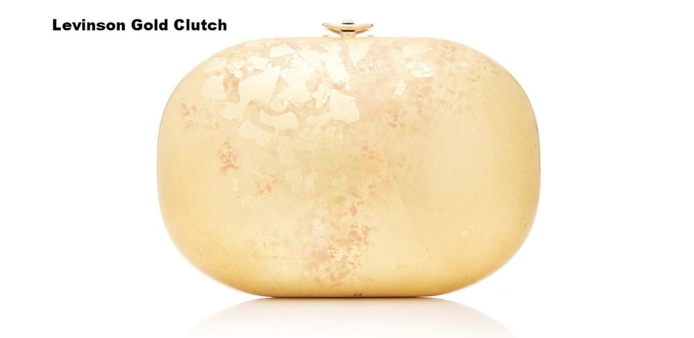 This gold clutch will elevate any bridal look. It combines a classic lines with a modern patina. Bonus: consider it a fashionable investment since you'll have many occasions to wear this gem!
