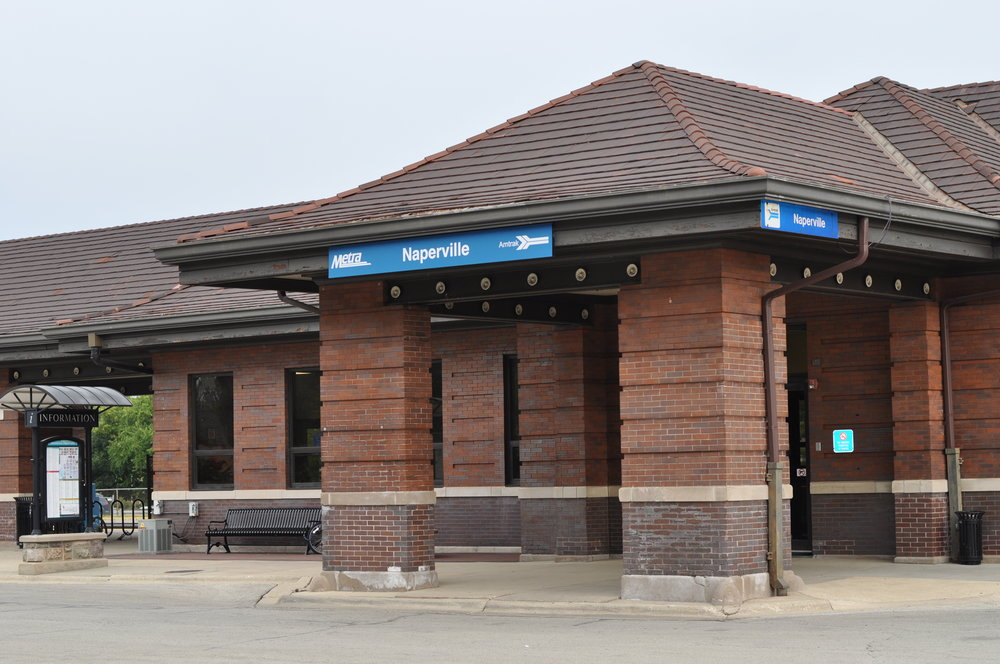 Take advantage of the convenience of the Metra station right next door. Perfect for friends who want to visit, or if you want to jaunt to downtown Chicago.