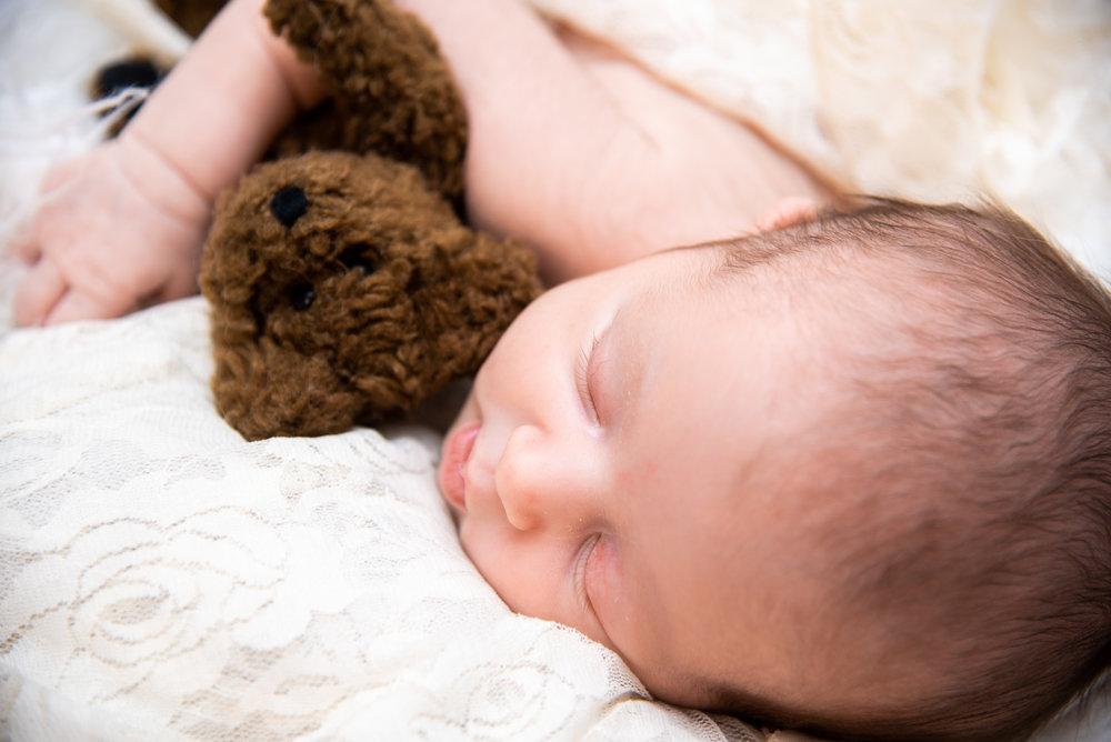 Kyla Jo Photography // Muncie, Indiana // Newborn Photos // Newborn Session // Muncie indiana newborn session // Newborn photographer muncie indiana // indiana newborn photographer // Teddy Bear Newborn Photos // Newborn Poses // Professional Newborn Photographer