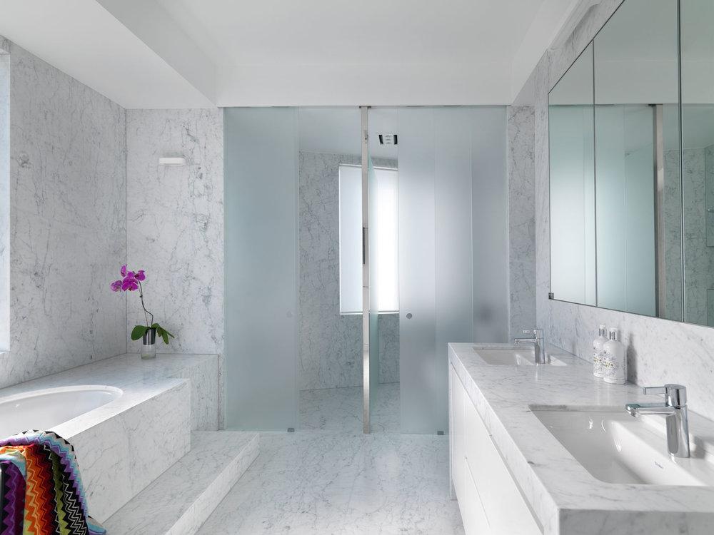 Popular En Suite Bathroom Interior