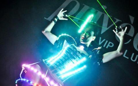 ROBOT DANCER ELECTRO - AMIELSHOW