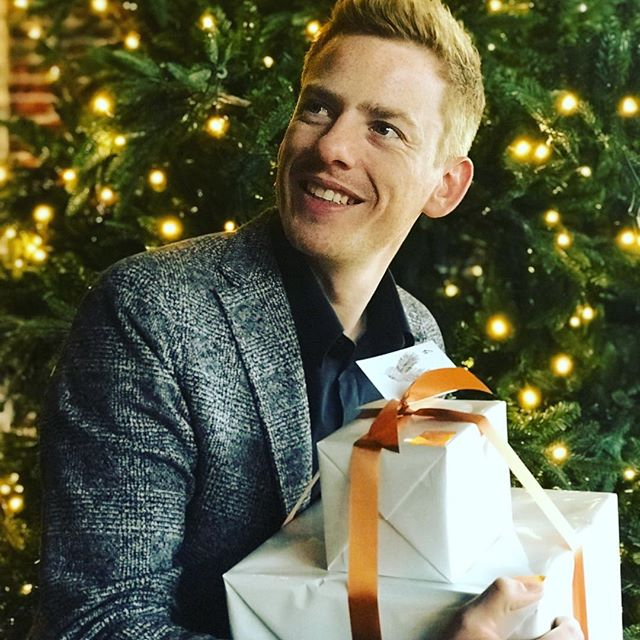 Christmas fever is on! Lees mijn 10 gouden tips om van jouw Kerstfeest een succes te maken! Link in bio 🍾☃️🎁