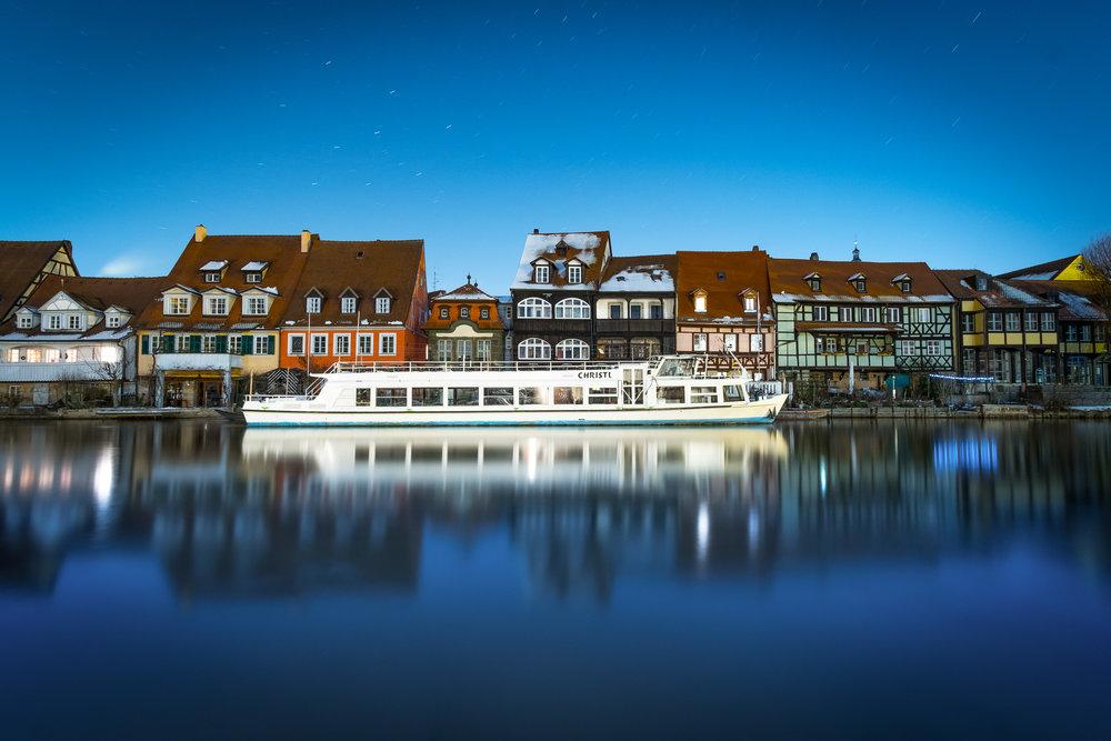 Schifffahrt in Bamberg zur Blauen Stunde