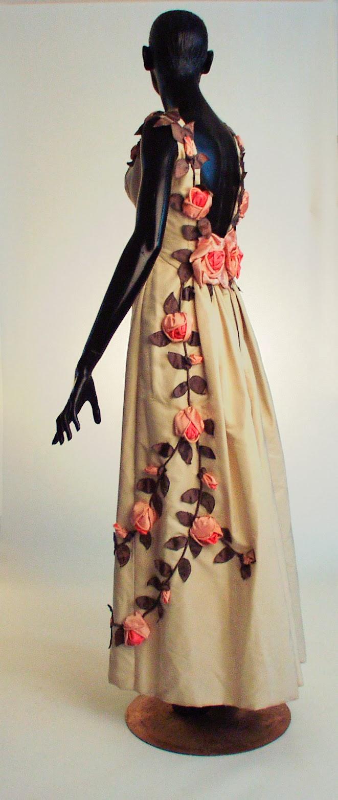 lowe_dress1[1].jpg