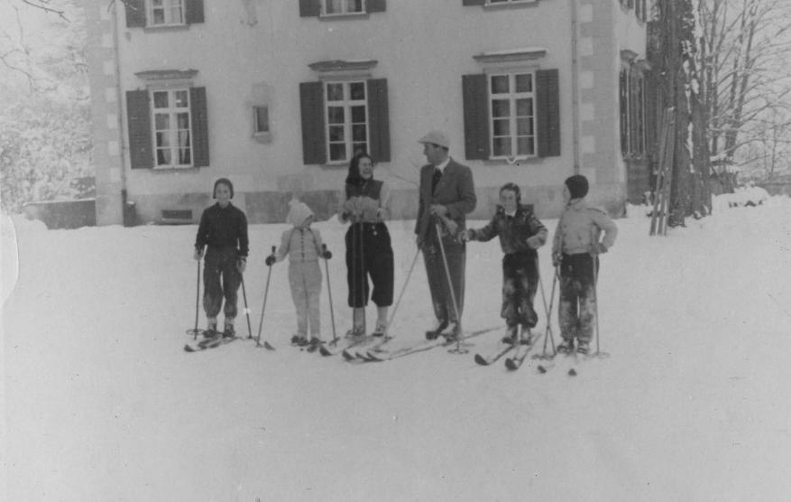 Familie Gladys und Josef Dittrich vor der Villa 1948  zur Verfügung gestellt von Familie Dittrich