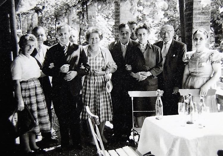 Ausflug der langjährigen Angestellten, Arbeiterinnen und Arbeiter nach Luzern, zweiter von rechts - Direktor Emil Hübner  Foto Ende der 1950er-Jahre Gemeindearchiv Thüringen