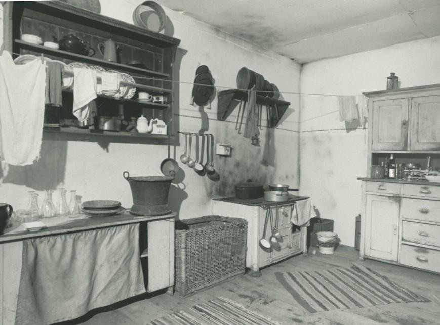 Die zum 150-Jahre-Douglass-Jubiläum 1988 rekonstruierte Fabriksküche aus dem Kosthaus.  Foto 1988 Gemeindearchiv Thüringen