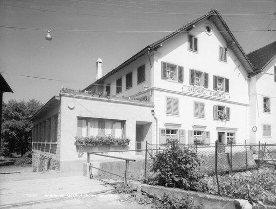 Das Gastaus Blumenegg war ein beliebter Treffpunkt der Arbeiterschaft;  Foto um 1960 Vorarlberger Landesbibliothek, Sammlung Risch-Lau