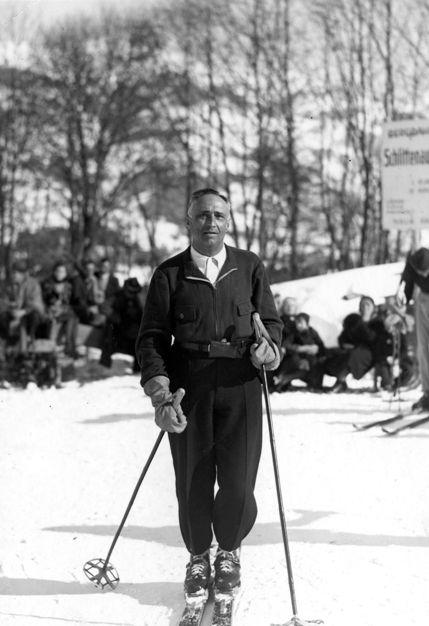 Rudolf Kastner war auch ein begeisterter Skiläufer. Auch seine Frau Stefanie lernte Skifahren.  Foto um 1935   zur Verfügung gestellt von Familie Dittrich