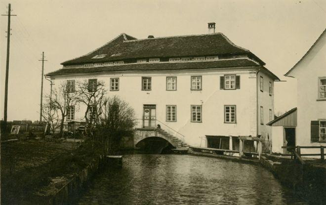 Die Weberei Lerchenau in Lauterach wurde 1916 direkt vom Vorbesitzer Ernst Richard Jenny erworben und war bis 1947 im Besitz Rudolf Kastners.  Foto um 1918 zur Verfügung gestellt von Familie Dittrich