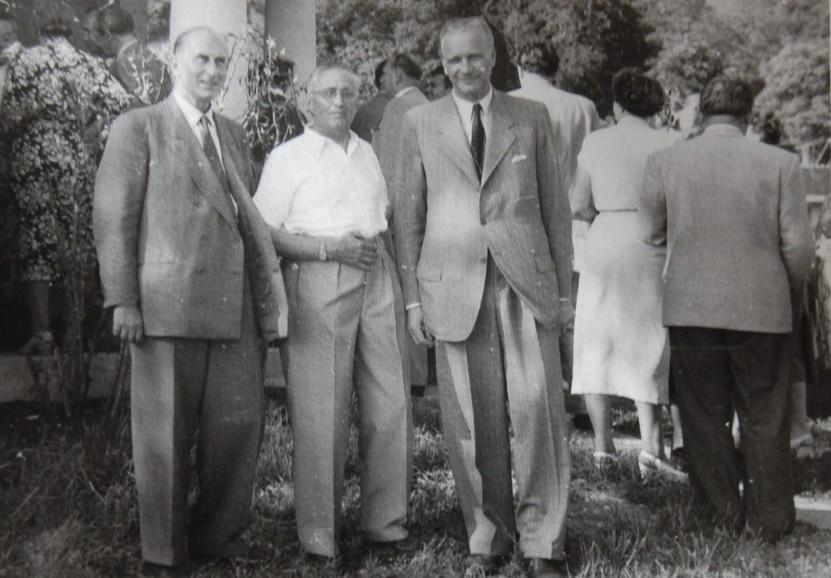 Rudolf Kastner (Mitte) beim Gartenfest 1951, zu dem etliche Industrielle aus Vorarlberg eingeladen waren.  Foto 1951 zur Verfügung gestellt von Familie Dittrich