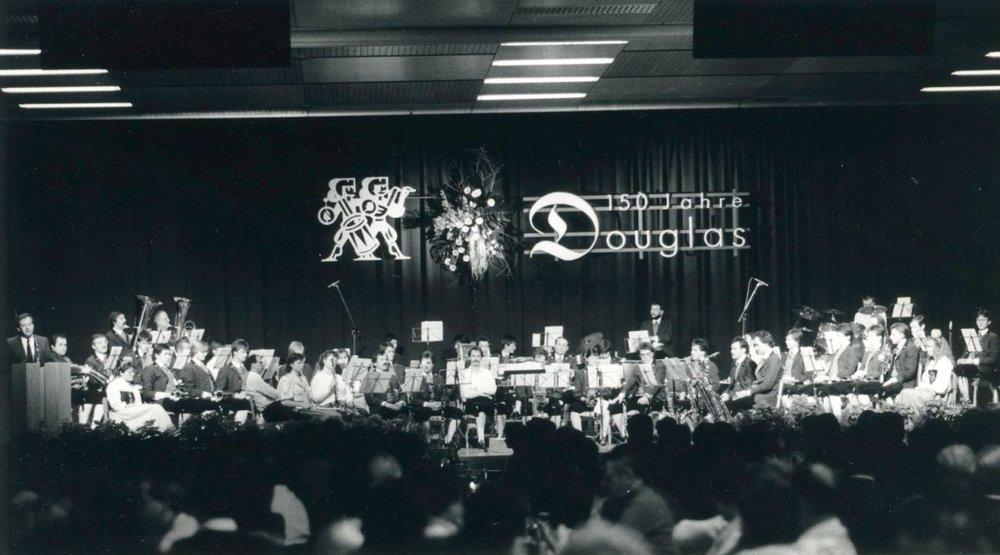 """1988 wurde in Thüringen """"150 Jahre Douglas"""" gefeiert und der Textilfabrik und ihrer Gründerfamilie gedacht. Die Ära Kastner war ein Teil einer Ausstellung und Thema eines Erzählnachmittags.  Foto 1988 Gemeindearchiv Thüringen"""