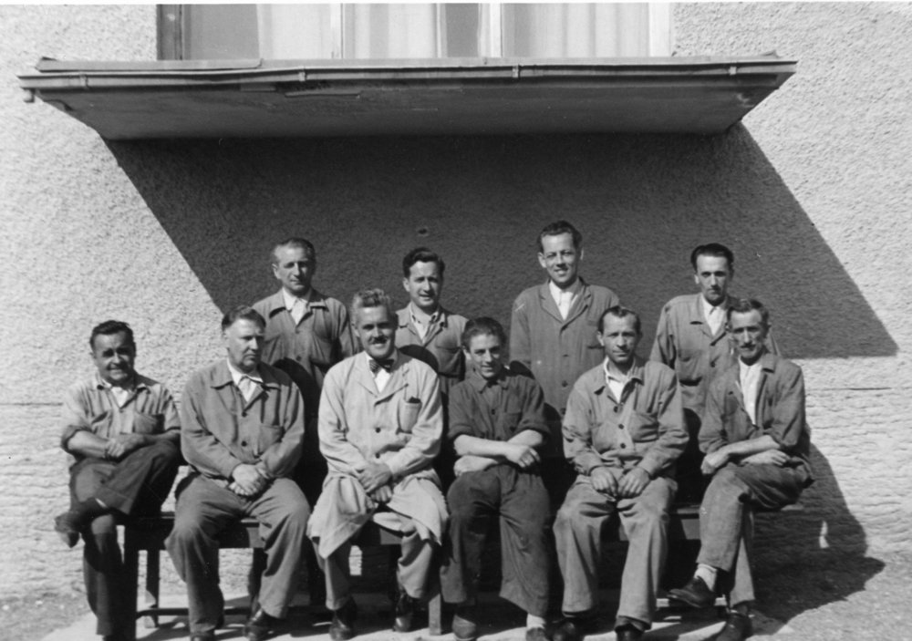 Die Meister der Baumwollspinnerei und Weberei Kastner. vorne sitzend 2.v.l. Herr Handlos, 3.v.l. Herr Brunflicker und 2.v.r. Herr Payer.  Foto um 1950   zur Verfügung gestellt von Waltraud   Wetli -Payer