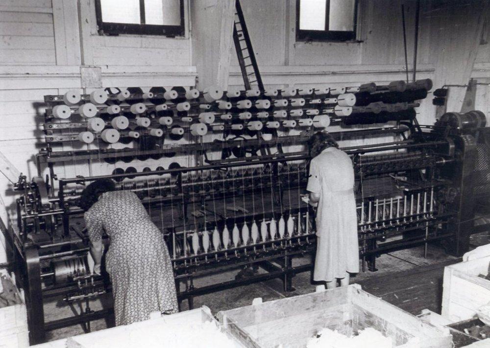 In der Feintuchfabrik Kastner in Wien wurde Wollgarn für feine Anzugsstoffe gesponnen und weiterverarbeitet.  Foto um 1950 zur Verfügung gestellt von Georg Kastner