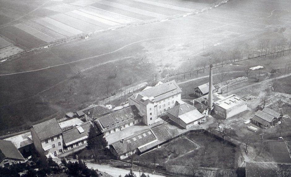Luftaufnahme Nassereith, der Kern der Industrieanlage stammte aus dem 19. Jahrhundert und wurde von Rudolf Kastner 1927 erworben.  o.J. zur Verfügung gestellt von Georg Kastner