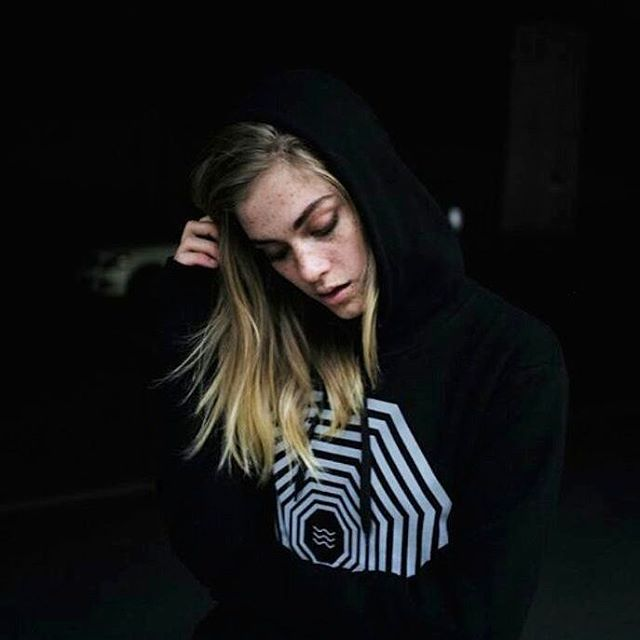 The sun is a daily reminder that we too can rise from darkness, that we too can shine our own light. ☀☉ @swalina is wearing our Rule Your Mind Hoody in Black available on www.kidkarma.com 👊 . . #thatskarma #kidkarma #consciousfashion #athleisure #goodvibesonly