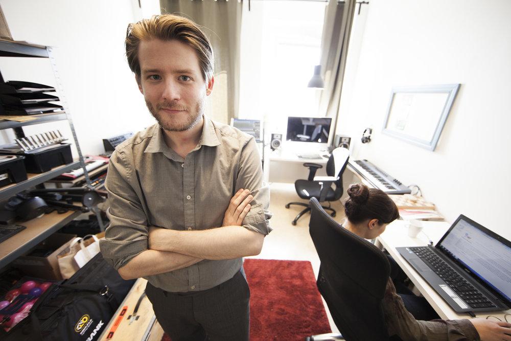 Niklas på vårt 16kvm stora kontor 2013.