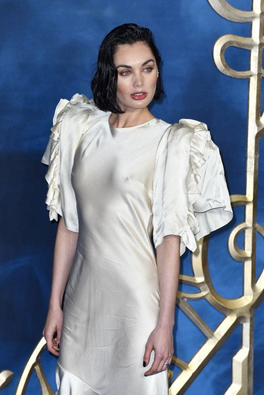 poppy-corby-tuech-at-fantastic-beasts-the-crimes-of-grindelwald-premiere-in-london-11-13-2018-9_thumbnail.jpg