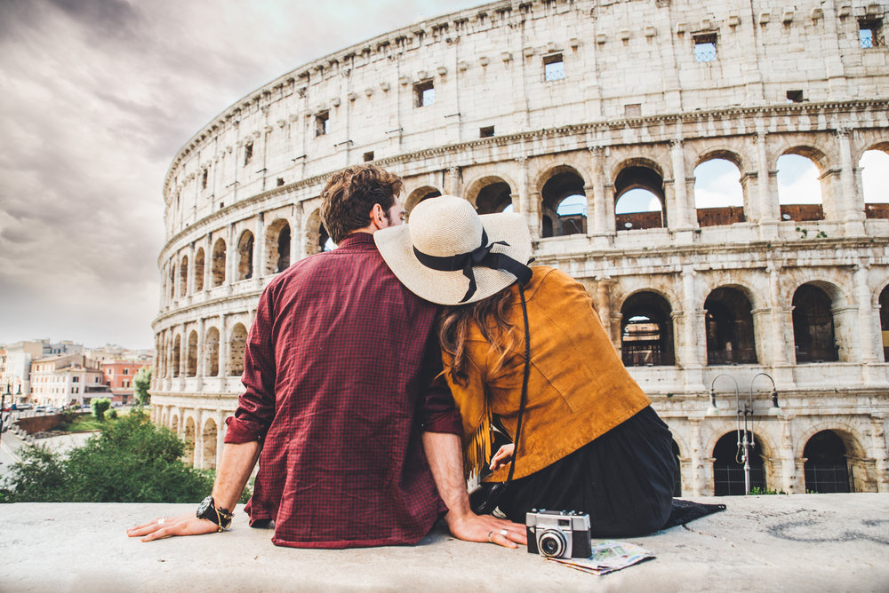 Couple-of-tourist-on-vacation-in-Rome-843764706_4239x2830.jpeg