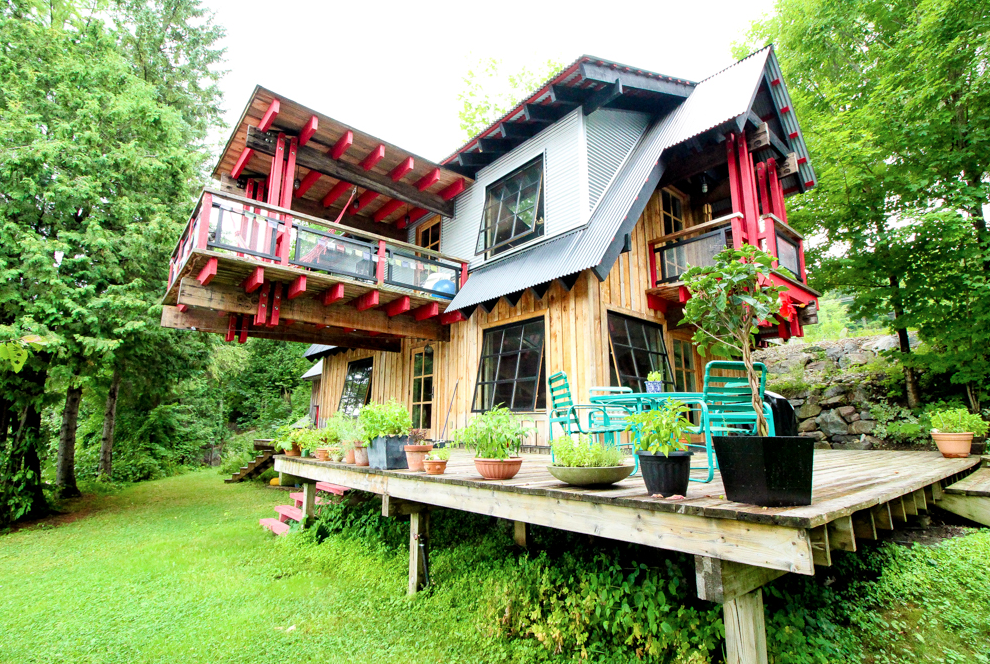 CANTILEVER RIVER HOME
