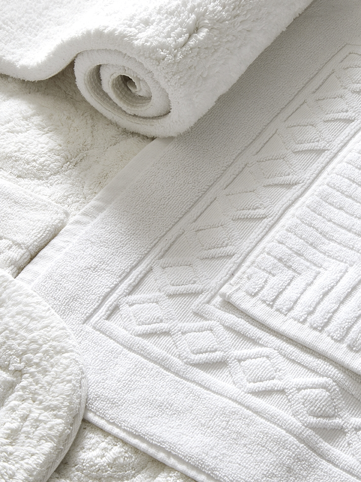 Bath Linens - Plush and luxurious bath towels, bath sheets, hand towels, wash cloths, and robes are all carefully crafted from exceptionally soft and absorbent 100% Egyptian cotton terry or velour. Browse by our different collections, or simply by product type.