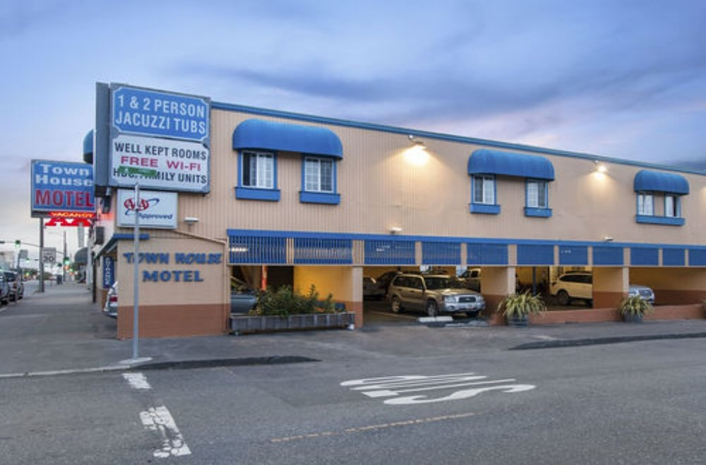 Town House Motel - 933 4th St