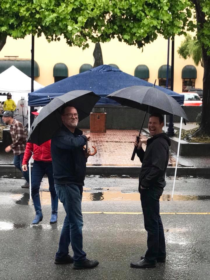 Just look at how much fun these two were having at the market AND IT WAS RAINING