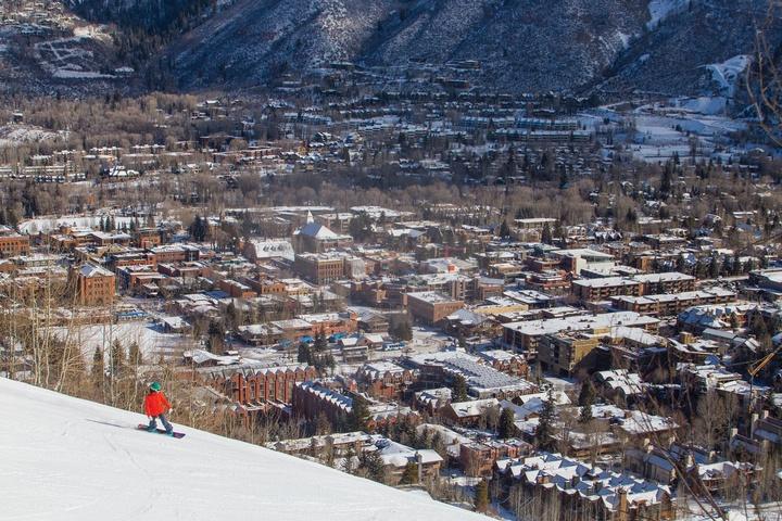 st-regis-aspen-winter-snowboard-15-B-33_720x480_72_RGB.jpg