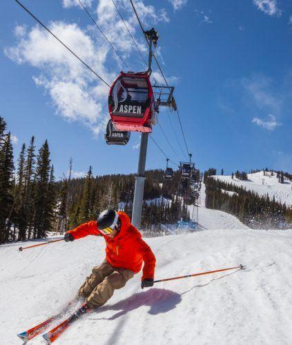 st-regis-aspen-winter-ski-3-15-A-3_609x720_72_RGB-423x500.jpg