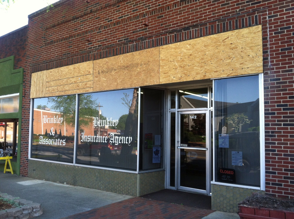 Brinkley Insurance Agency storefront windows before replacement.