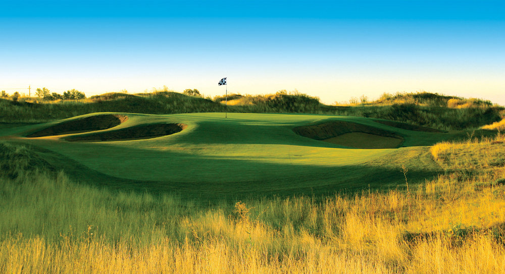 Golf Courses - Don't bother putting your clubs away, with upwards of 15 upscale courses within an hour's drive of your front door, there are a plethora of options to get a round of 18 in.