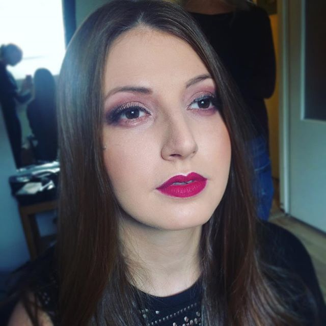 Extravagantní makeup, když mám možnost jít mimo zaběhlé linie 💜  Unusual makeup when it is possible 💜 . . . #animakeup #animakeupcz #liceni #praha #vizaziska #vizazistkapraha