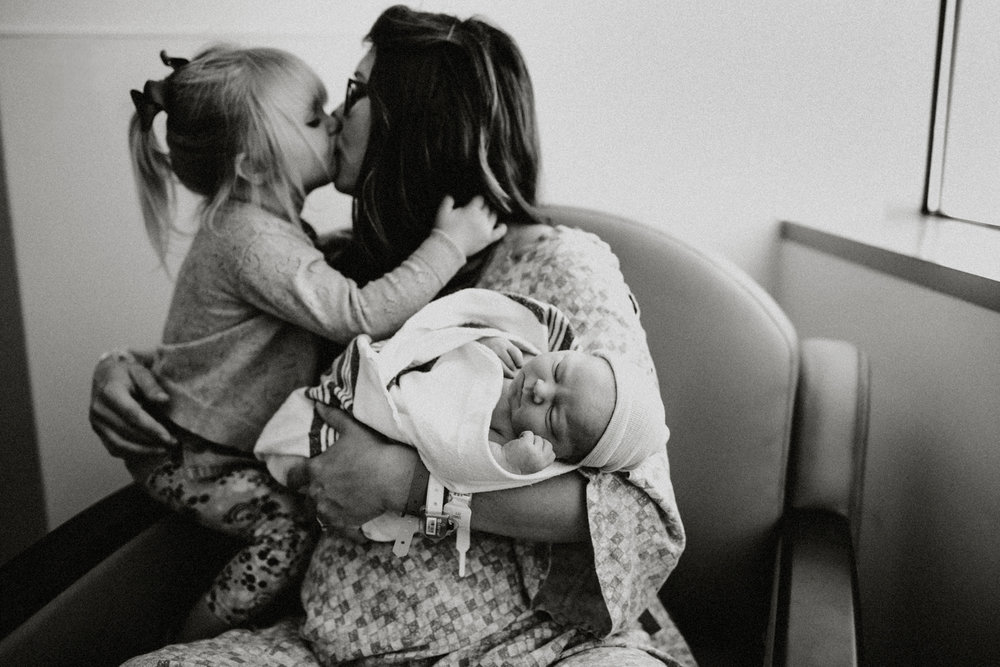 Mom, newborn and big sister in San Antonio hospital session