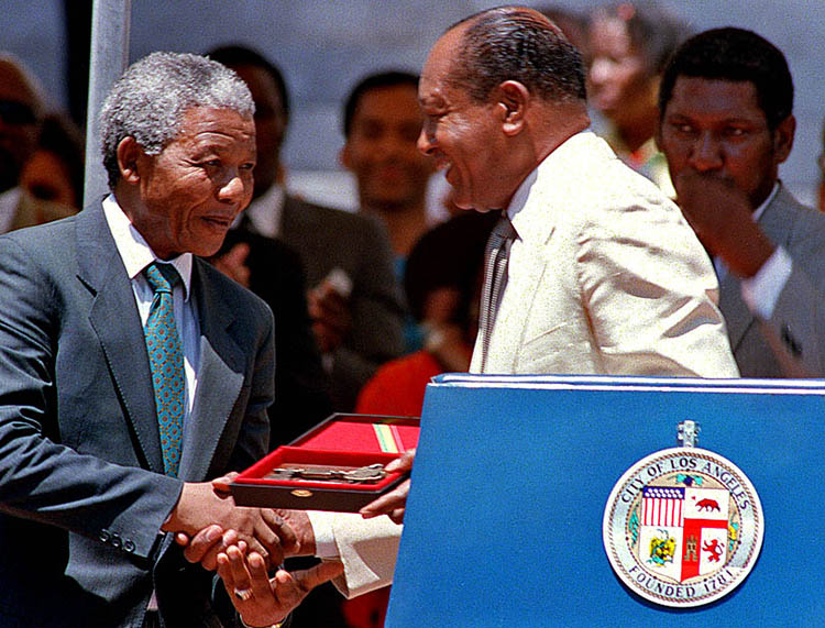 President Nelson Mandela receives the Key to the City of Los Angeles.