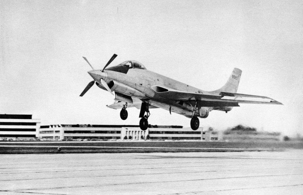 McDonnell_XF-88B_SN_46-525_turboprop_landing_060728-F-1234S-038.jpg