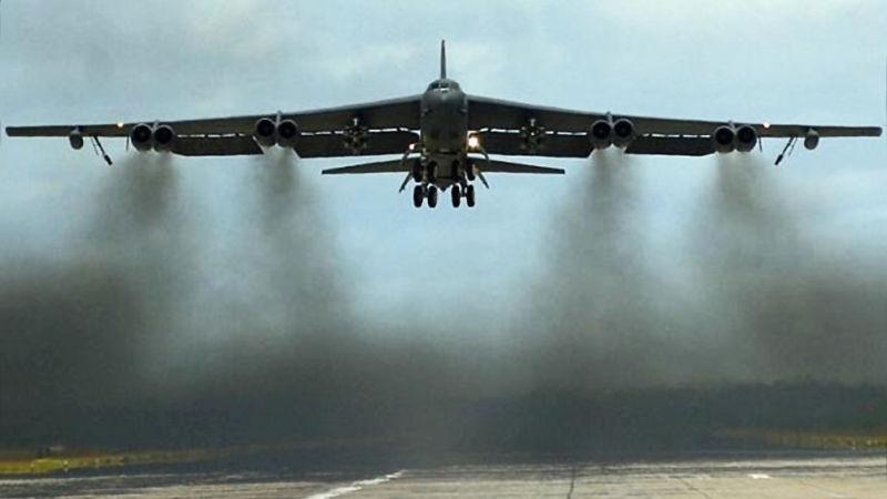 B-52 takeoff smoke