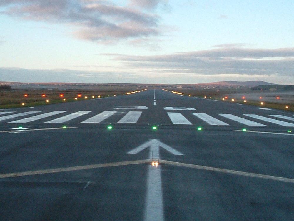 Stornoway_Airport_Runway.jpg