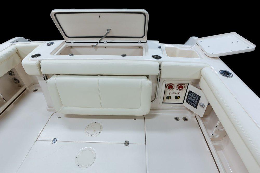 my17_300_aft-cockpit-boxe.jpg
