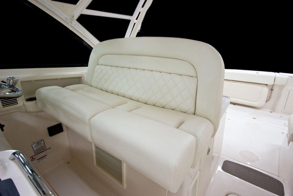 Zmy17_375_helm-seat.jpg