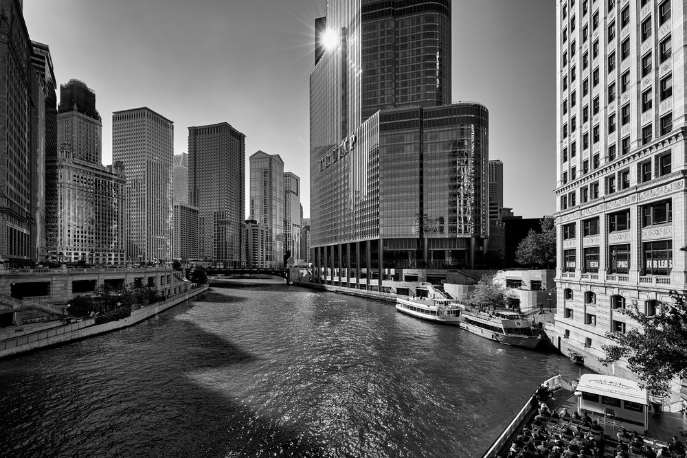 Chicago River and amazing Trump Building