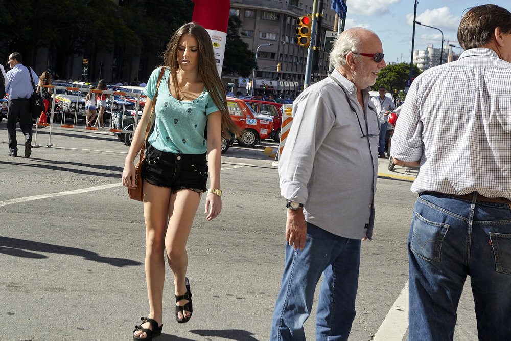 Avenida y Mujer - Montevideo Uruguay