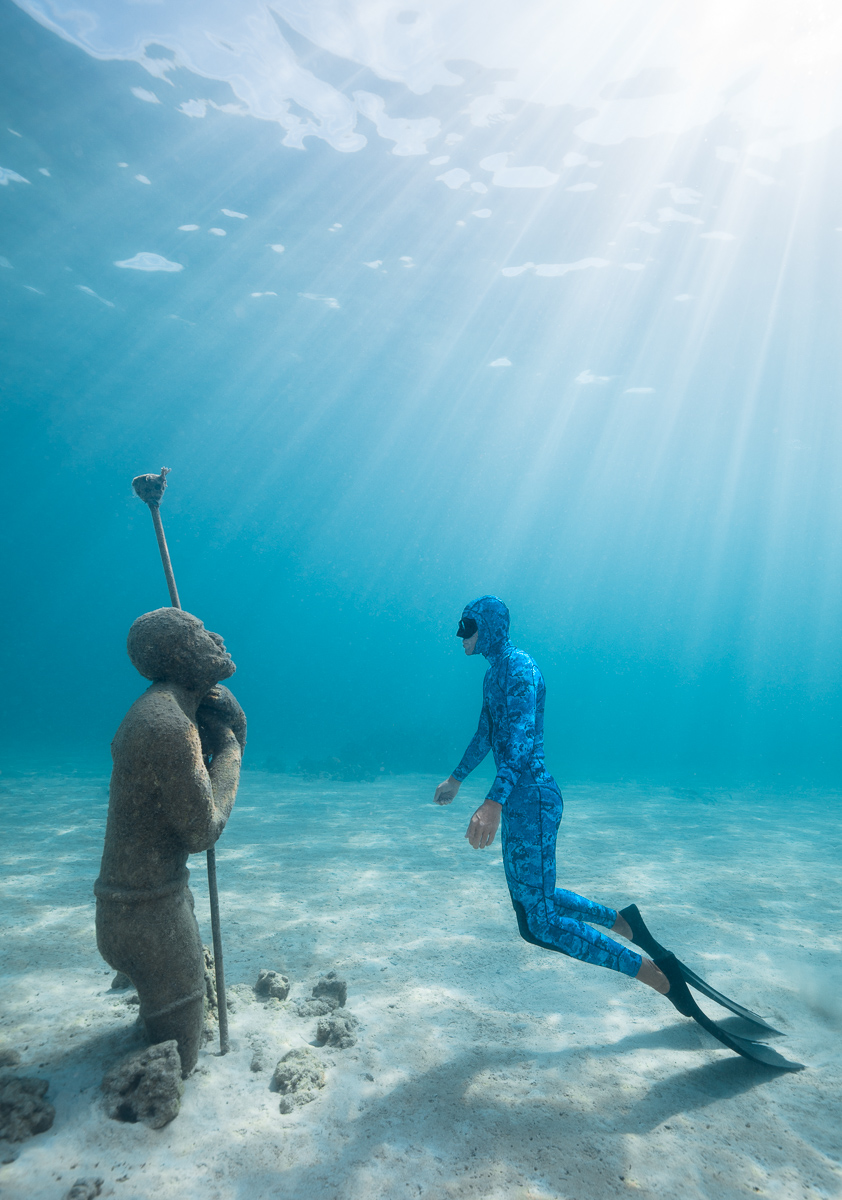 Freediver Forrest Simon with Virtuoso Man Underwater Sculpture in Nassau Bahamas (c) André Musgrove.jpg