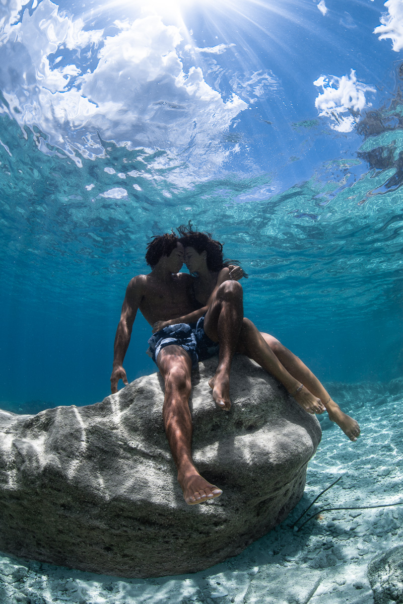 Underwater couple photoshoot  in The bahamas (c) André Musgrove.jpg