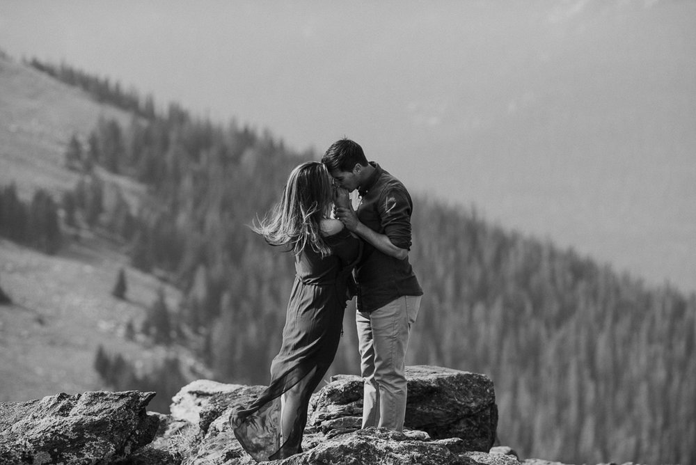 Colorado based elopement photographer for adventurous couples.