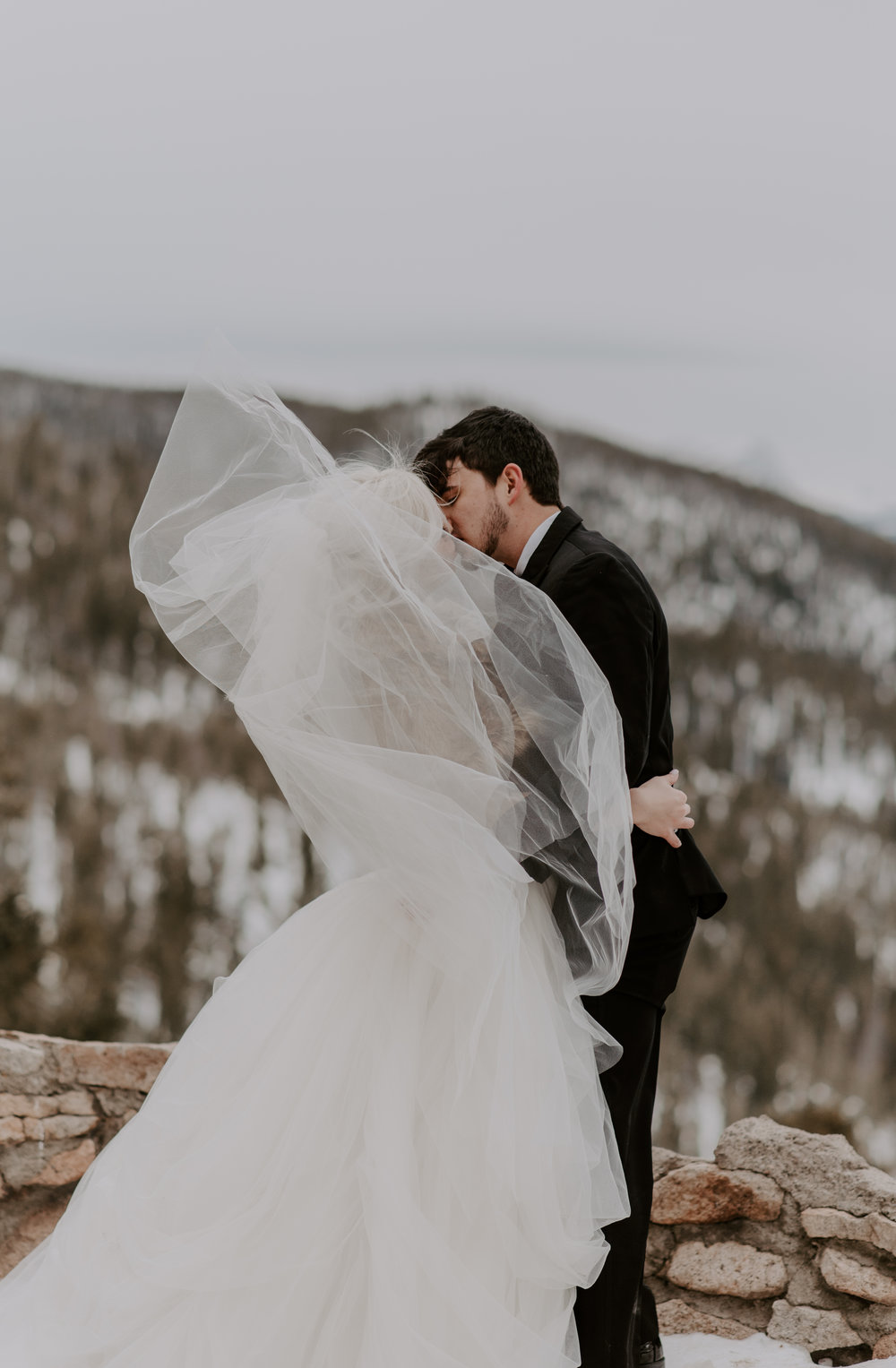 Mountain wedding photographer for adventurous couples in Colorado. Sapphire Point winter elopement photography.
