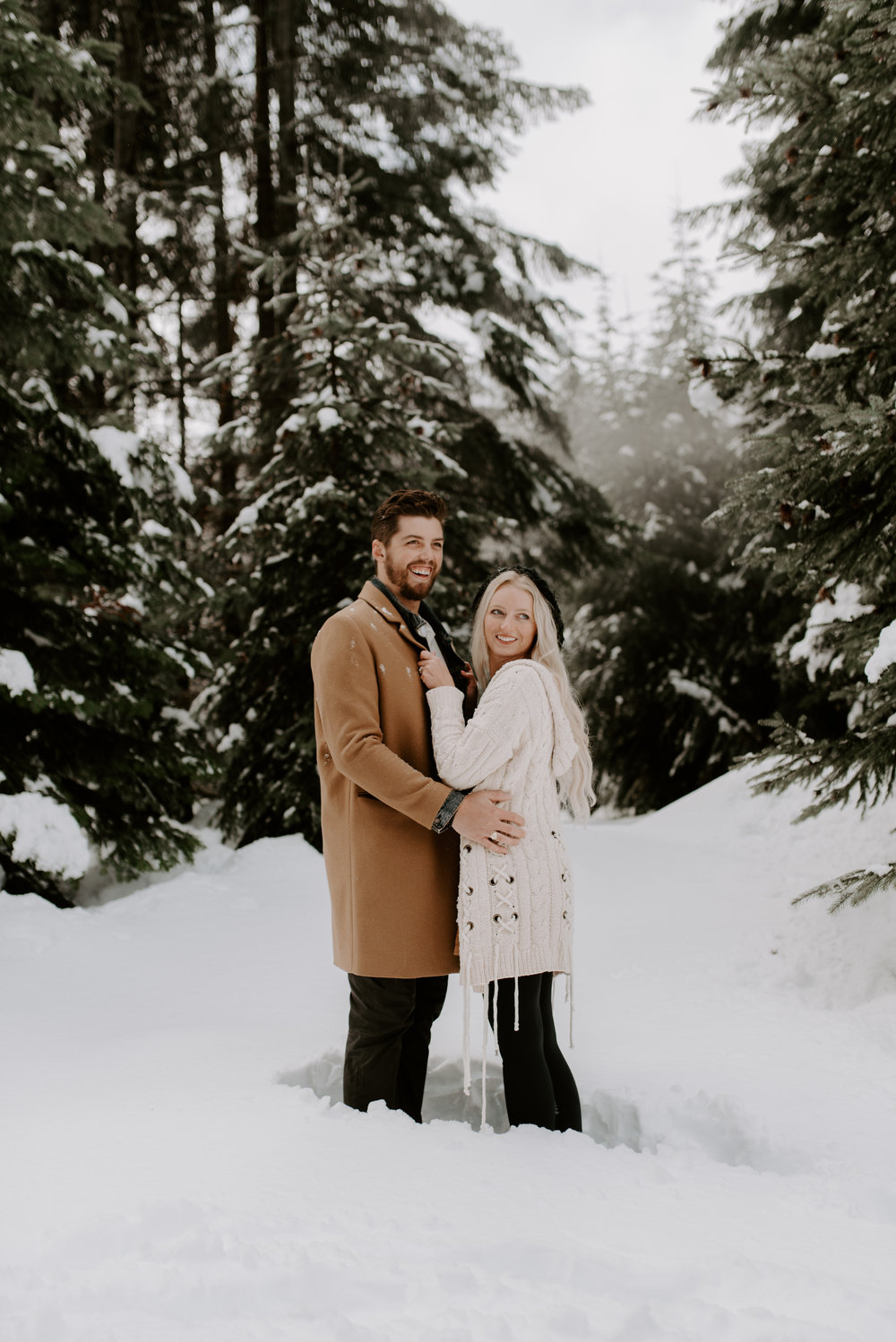 Washington adventure elopement and engagement photographer. Engagement session in the North Cascades.