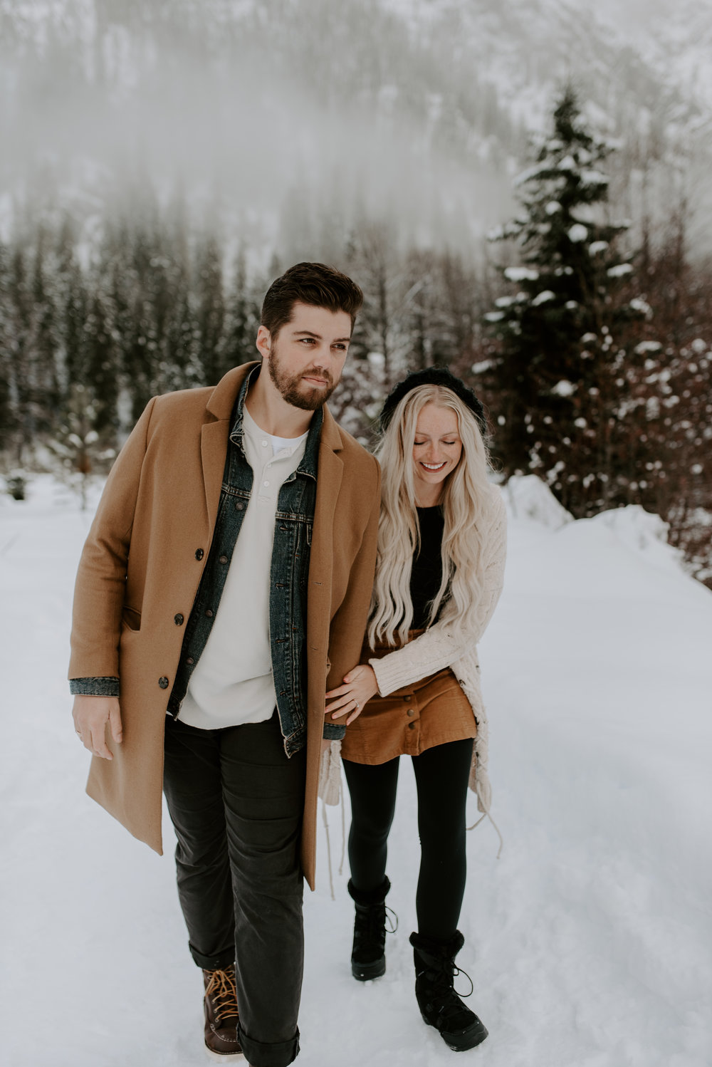 PNW adventure elopement photographer. Winter session in Leavenworth.