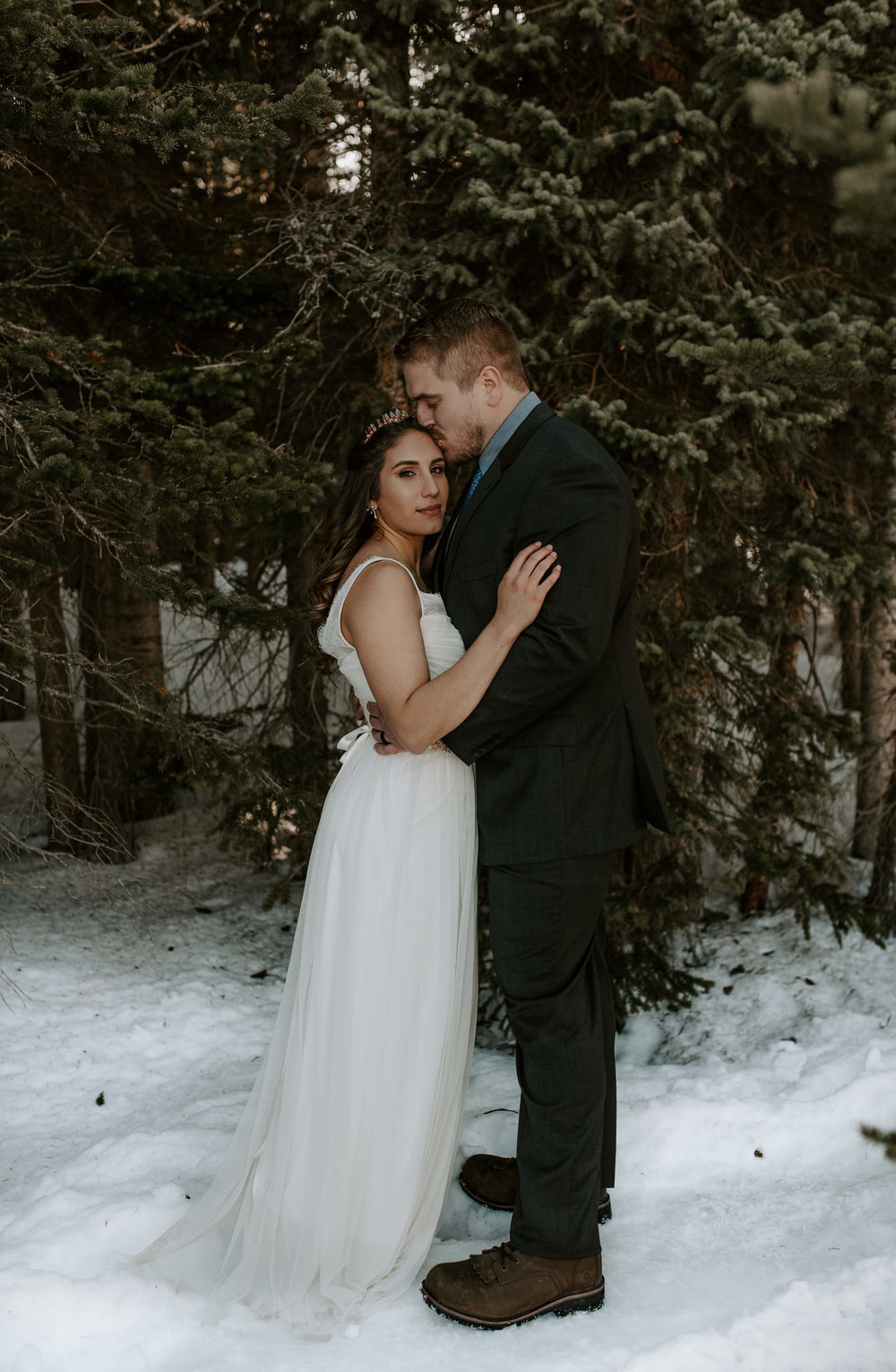 Hiking adventure elopement photographer in Colorado