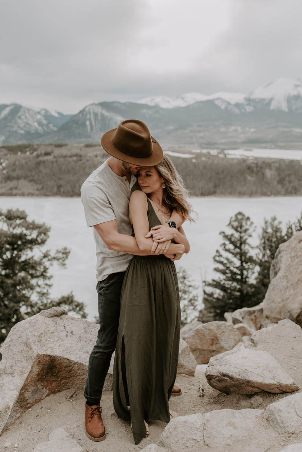 Colorado wedding photographer. Engagement session at Sapphire Point