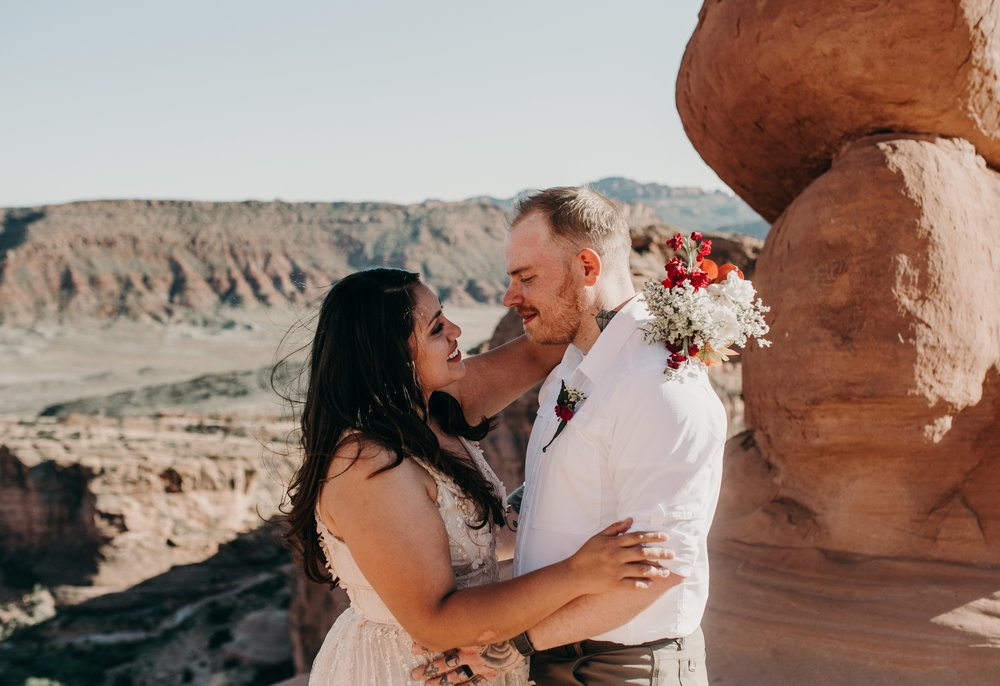 Arches National Park elopement photographer. Delicate Arch wedding.